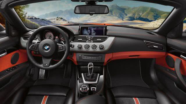 το εσωτερικό του αυτοκινήτου BMW Z4 2018