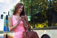 γυναίκα στο κινητό