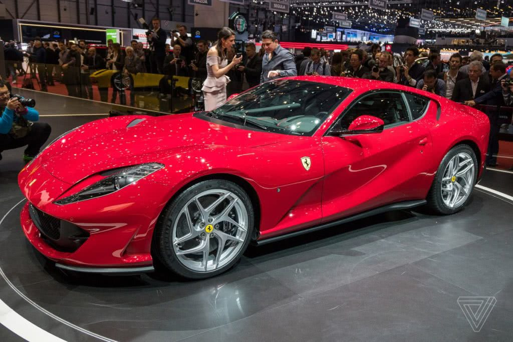 Ferrari 812 superfast κόκκινη