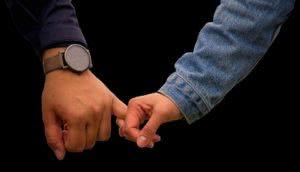 ζευγάρι χέρι χέρι