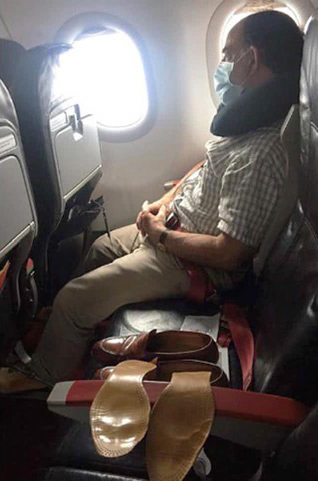 άνθρωπος με παπούτσια σε θέση