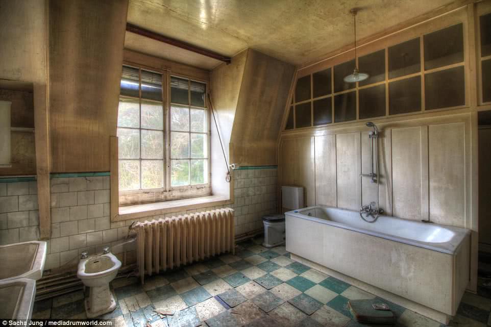 δωμάτιο μπάνιου