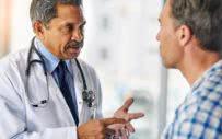 γιατρός συμβουλεύει