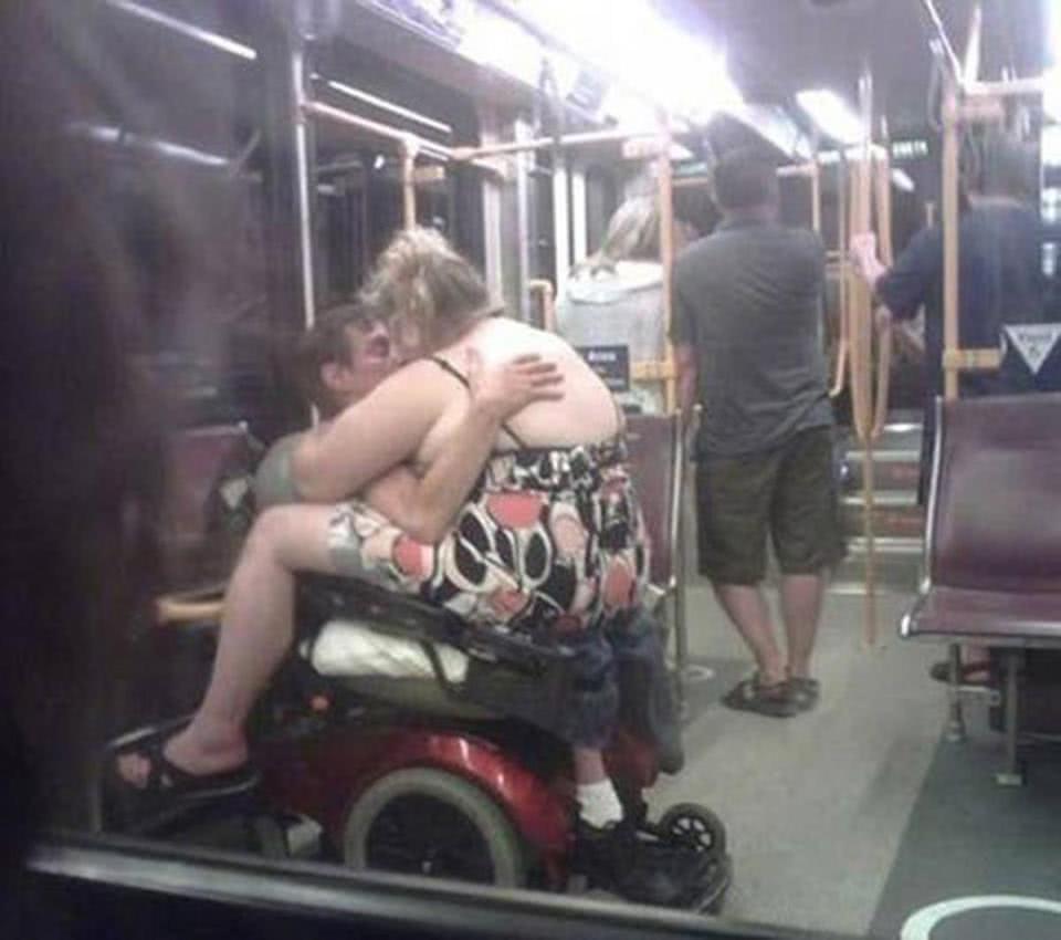 γυναίκα με ανάπηρο