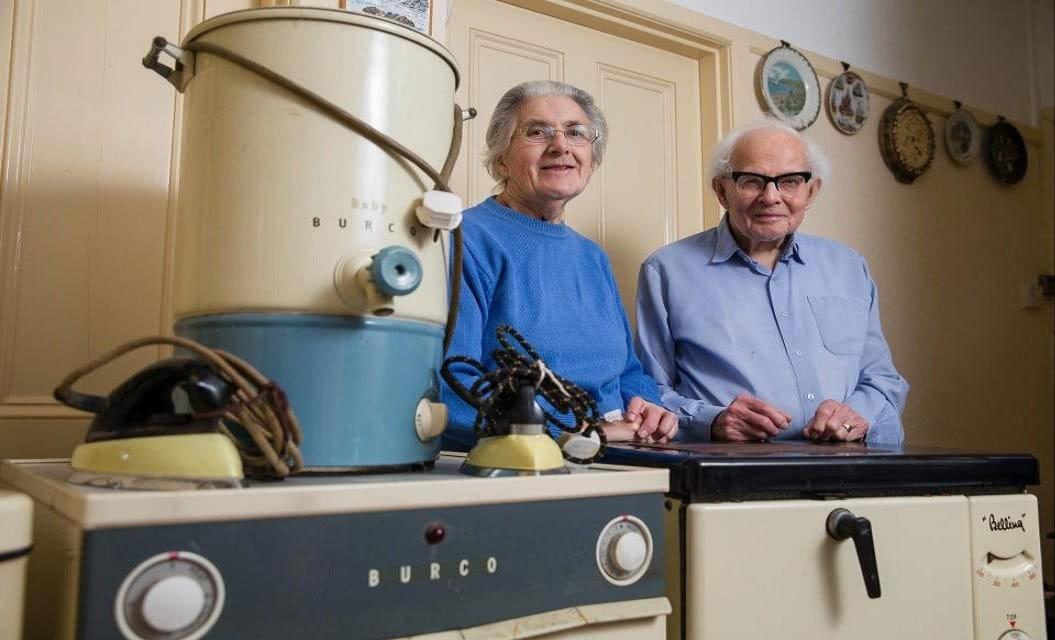ηλικιωμένοι σε σπίτι