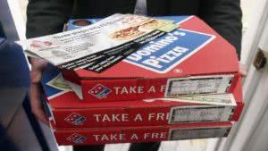 κουτιά με πίτσες