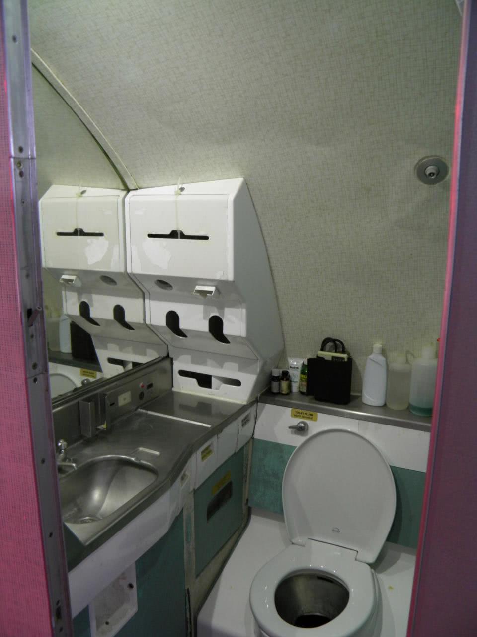 τουαλέτα αεροπλάνου