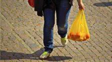 γυναίκα με ψώνια