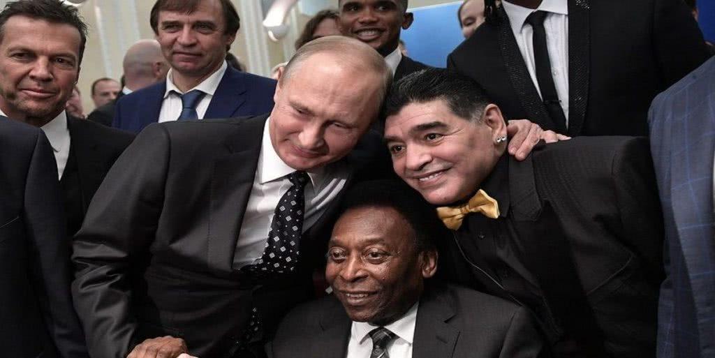 ο πούτιν με τον πελέ και τον μαραντόνα