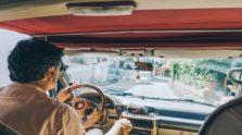 άνδρας οδηγεί