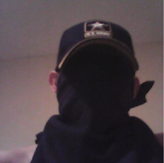 ο νίκολας κρουζ με μάσκα