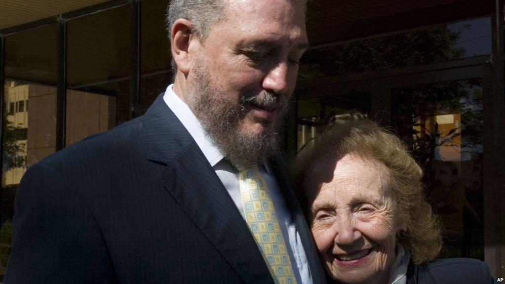 ο φιδελίτο με την μητέρα του