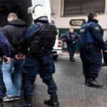 σύληψη από αστυνομικούς