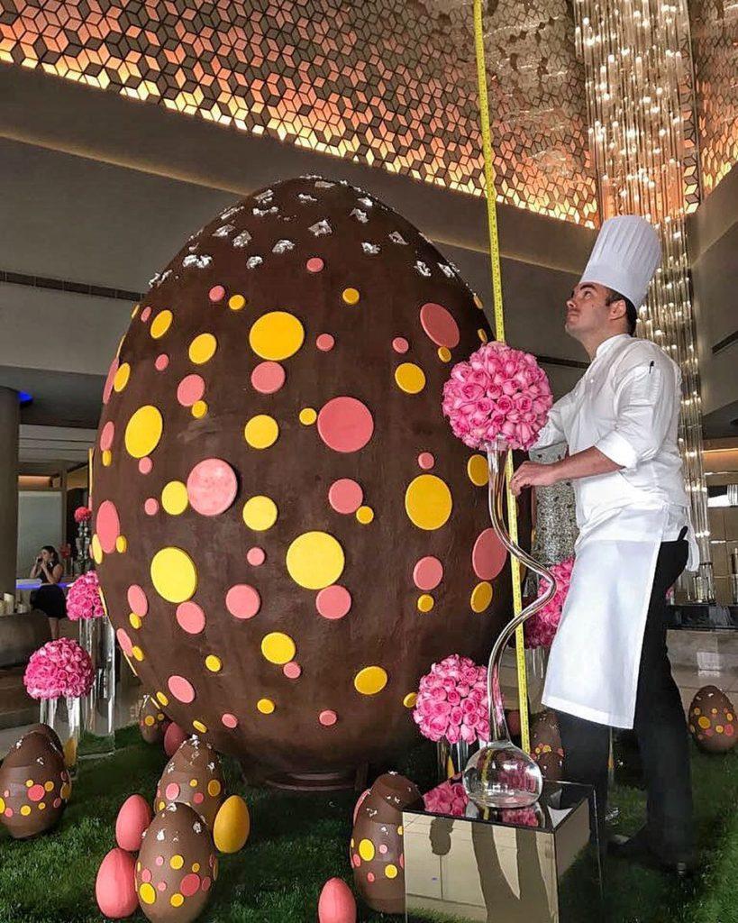 τεράστιο σοκολατένιο αυγό