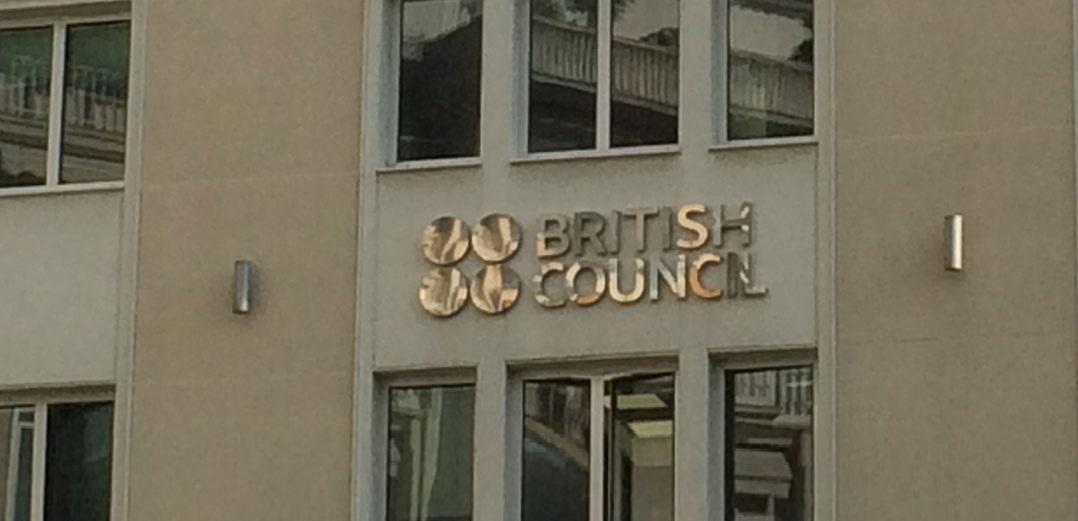 Ρουβίκωνας: Βίντεο από παρέμβαση στο Βρετανικό Συμβούλιο στο Κολωνάκι