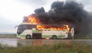 λεωφορείο σε φλόγες