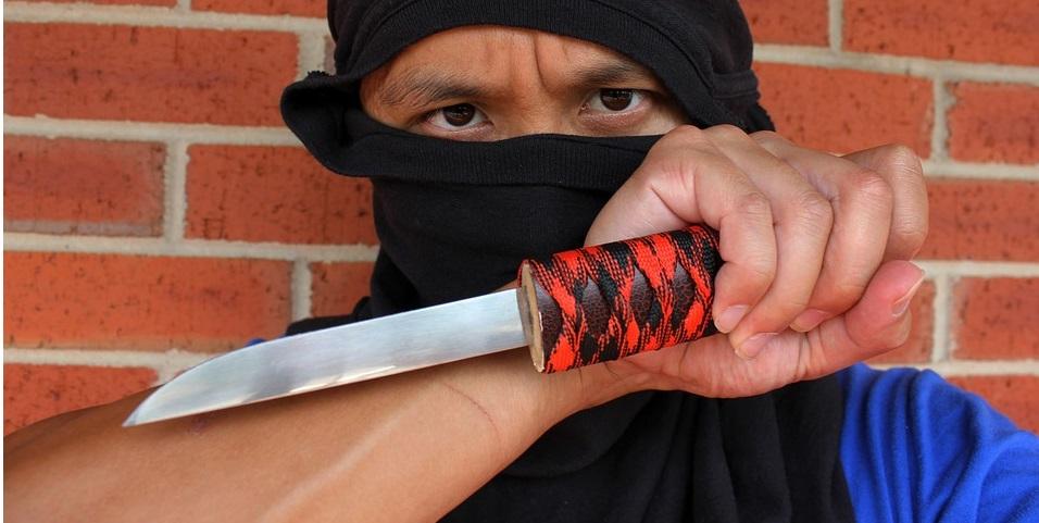 ληστής με μαχαίρι