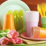 πλαστικά πιάτα και ποτήρια