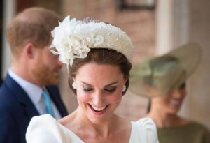 H Kate Middleton φοράει πάντα τα ίδια όταν βαφτίζει τα παιδιά της; [εικόνες]