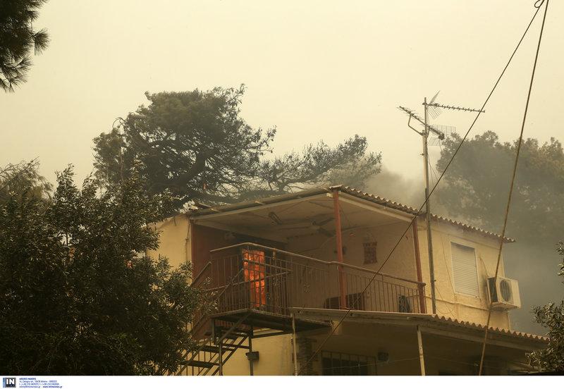 καίγεται σπίτι