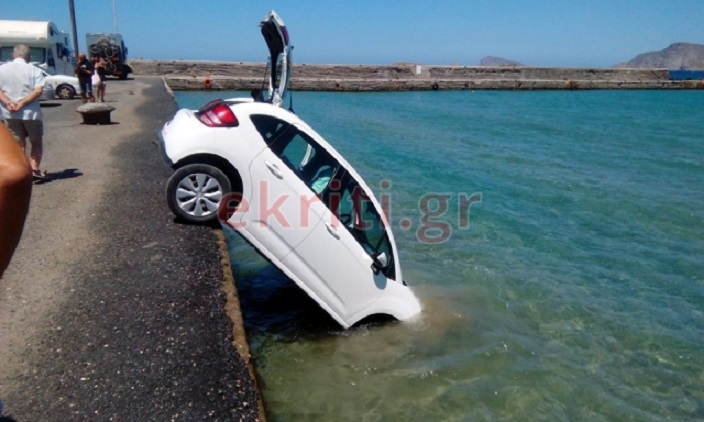 αυτοκίνητο στο νερό