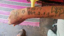 χέρι με τατουάζ