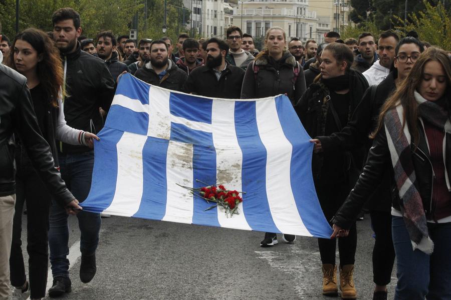 η ματωμένη σημαία του πολυτεχνείου