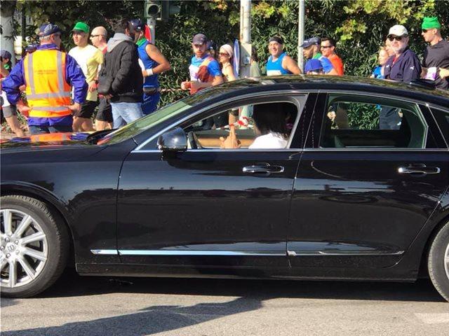 ο ηλίας με το μαύρο αυτοκίνητο