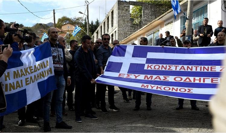 σημαίες στην κηδεία κατσίφα