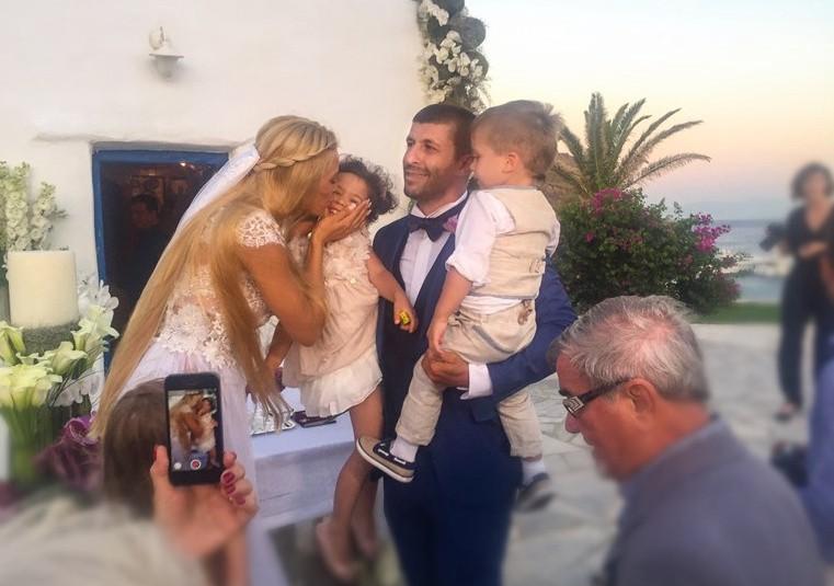 βικτώρια, γιάννης μακρής γάμος
