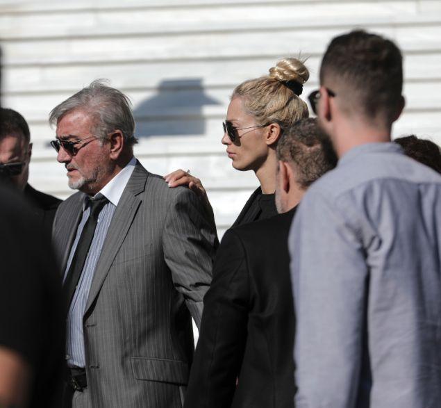 το πρώην μοντέλο στην κηδεία του μακρή