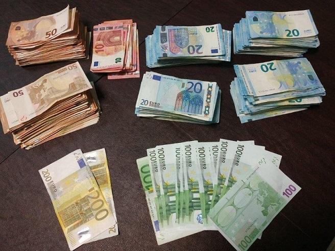 χρήματα από λαθραία