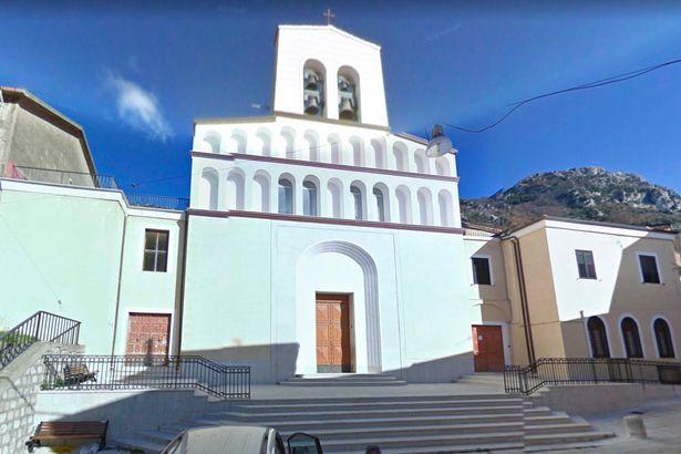 εκκλησία στη νάπολη