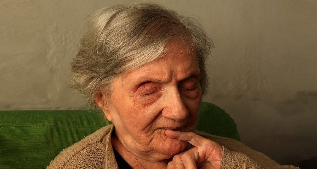 ηλικιωμένη γυναίκα