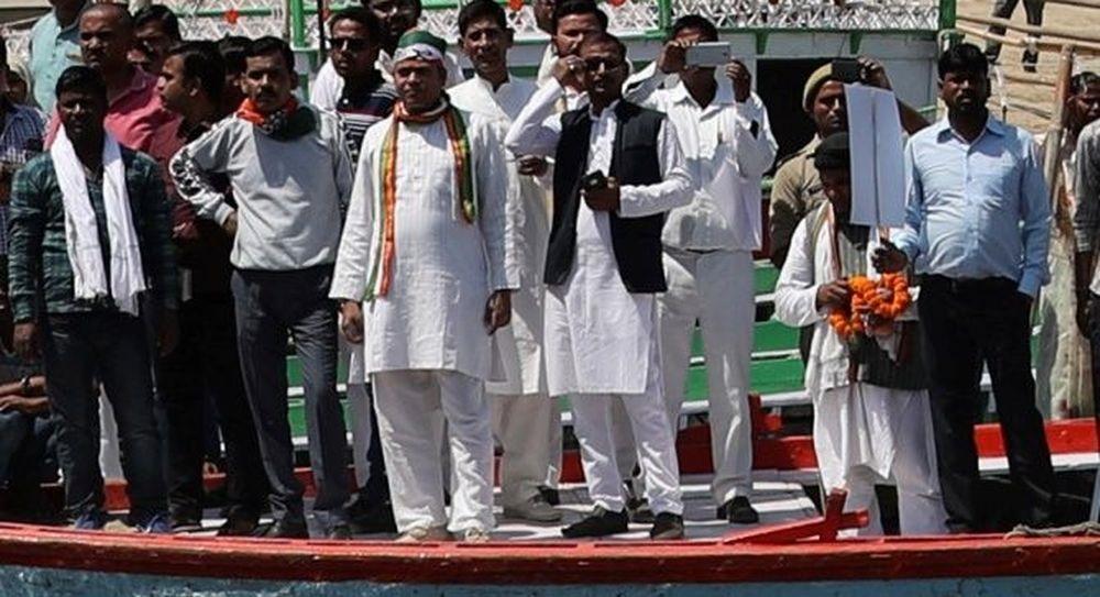 ινδός χουντίνι δεν βγήκε από τον γάγγη που έπεσε αλυσοδεμένος
