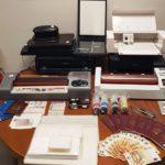 εντοπίστηκε εργαστήριο πλαστογραφίας στον πειραιά