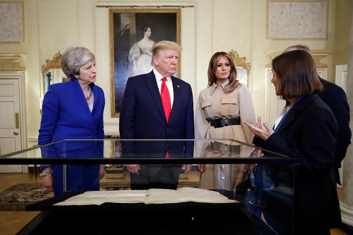 το δώρο έγινε κατά την τριήμερη επίσκεψη του ζεύγους τραμπ στο ηνωμένο βασίλειο