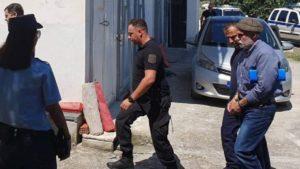 σκυφτός βγήκε από τη φυλακή ο δολοφόνος του αλέξη γρηγορόπουλου