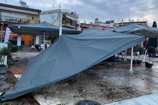 στους 120 έφτασαν οι τραυματίες από το μπουρίνι